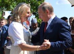Ministerin Kneissl lud Putin zu ihrer Hochzeit ein (August 2018)
