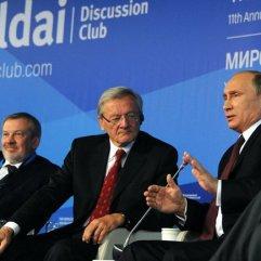 Putin und Ex-Kanzler Schüssel an der russisch-europäischen Valdai-Diskussionsrunde von 2014.